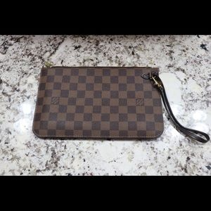 Neverfull mm pouch in monogram. Authentic
